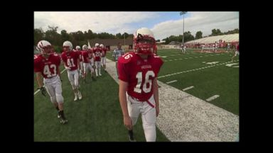 'VIDEO: Teen with prosthetic leg defies odds on football field' from the web at 'http://a.abcnews.com/images/US/171119_vod_prosthetic4_16x9_384.jpg'
