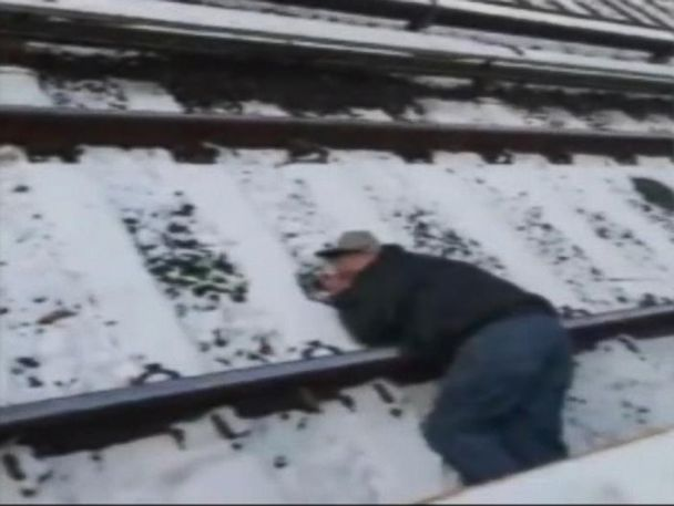 WATCH:  Video shows frantic effort to rescue man on subway tracks