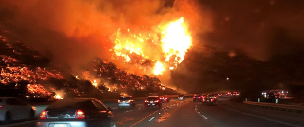 PHOTO: A brushfire forced closures on the 405 freeway in the Bel-Air neighborhood of Los Angeles, Dec. 6, 2017.