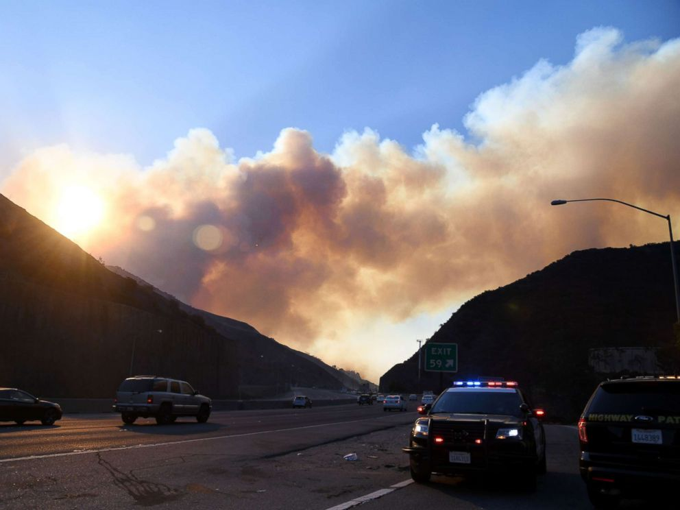 PHOTO: Smoke from the Skirball Fire rises above the 405 freeway near the Bel-Air area of Los Angeles, Dec. 6, 2017.