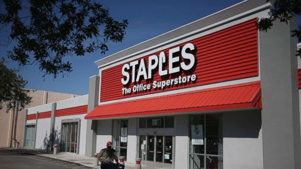 PHOTO: The sign logo for a Staples store is seen, Feb. 3, 2015, in Miami.