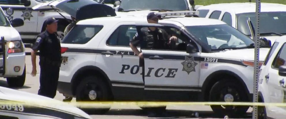 PHOTO: Police activity at the scene of a police involved shooting in Tulsa, Okla.