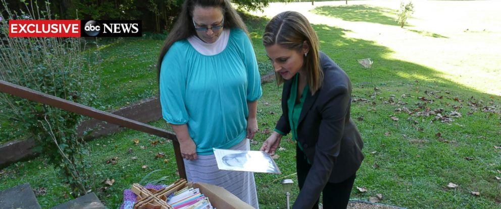 PHOTO: ABC News Paula Farris speaks with Kentucky clerk Kim Davis in Morehead, Kentucky, Sept 21, 2015.