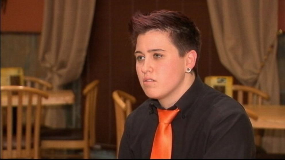 PHOTO: Former Marine Dayna Morales says a family left her an anti-gay note instead of a tip.