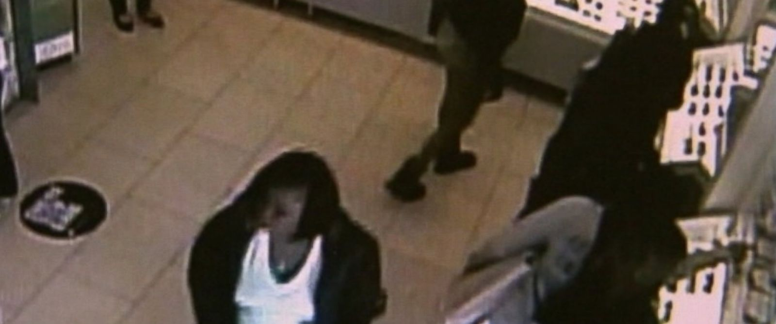 PHOTO: The Los Angeles County Sheriffs Department released surveillance video in hopes of tracking down a group of women who stole more than $20,000 worth of sunglasses.