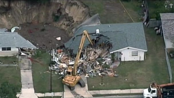 http://a.abcnews.com/images/US/ABC_florida_sinkhole_jt_140720_16x9_608.jpg