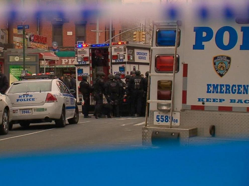 PHOTO: Law enforcement responds after two NYPD cops were shot in their patrol car in Brooklyn, Dec. 20, 2014.