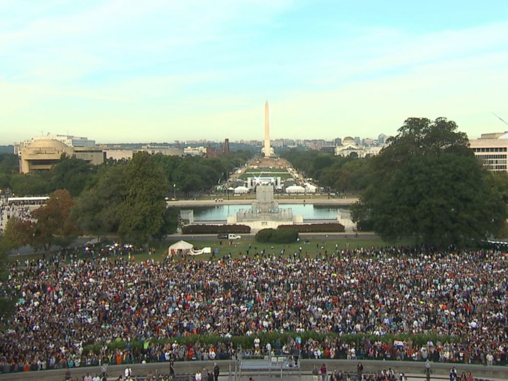 PHOTO: People gather in front of the US Capitol in Washington, DC, Sept. 24, 2015, before Pope Francis addresses a Joint Session of Congress on the third day of his six-day visit to the US.
