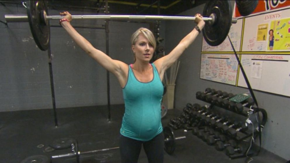 PHOTO: A 33-week pregnant California woman lifts 75 pounds for exercise.