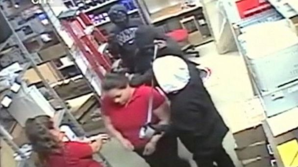 ABC violent robbery ml 130912 16x9 608 WATCH: Female Robbers Bind and Pepper Spray Houston Store Employees