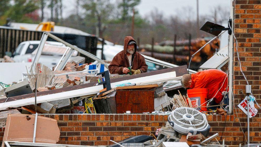 http://a.abcnews.com/images/US/AP-alabama-tornado-jef-161130_16x9_992.jpg