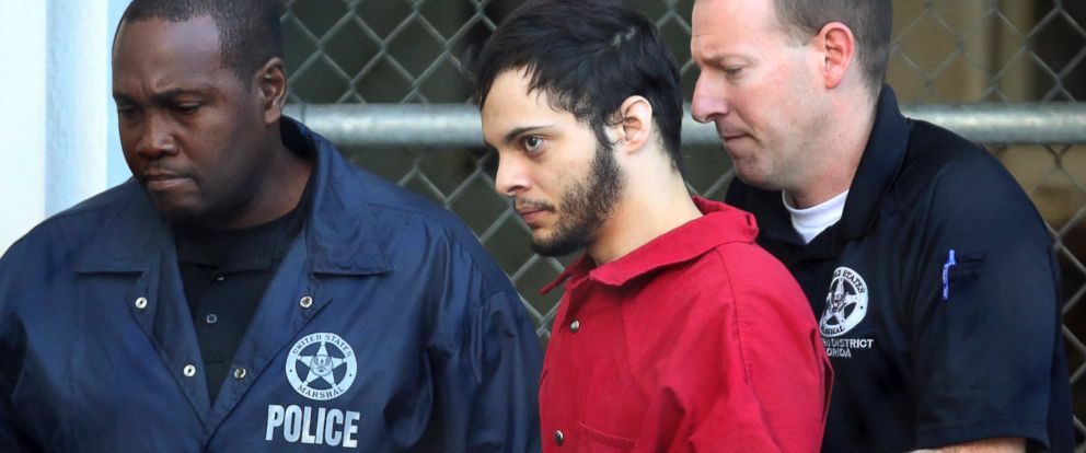 PHOTO: Esteban Santiago, center, leaves the Broward County jail for a hearing in federal court, Jan. 17, 2017, in Fort Lauderdale, Florida.
