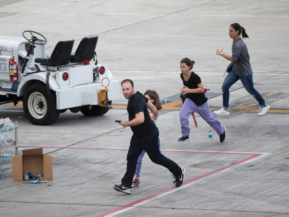 PHOTO: People run on the tarmac at Fort Lauderdale-??Hollywood International Airport, Jan. 6, 2017, in Fort Lauderdale, Flordia, after a shooter opened fire inside a terminal of the airport.