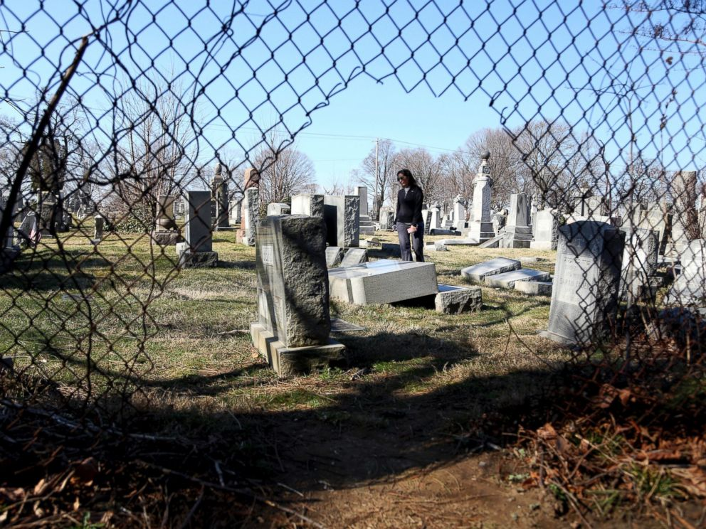 PHOTO: Stacy Biscardi searches the grounds of Mount Carmel Cemetery for a relatives grave in Philadelphia, Feb. 28, 2017.