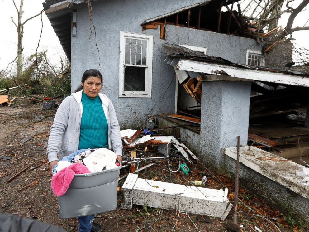 PHOTO: Margarita Morales carries her possessions out of a house she shared with two other people after a tornado destroyed the residence, Jan. 21, 2017 in Hattiesburg, Mississippi.