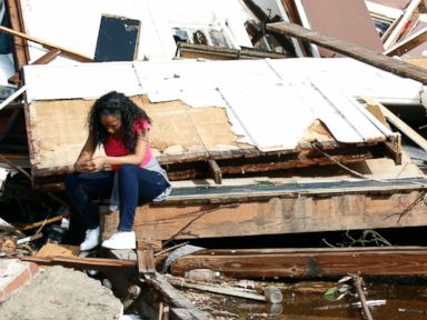 PHOTO: Shanise McMorris grieves on the slab of her Hattiesburg, Mississippi home after an early tornado hit the city, Jan. 21, 2017.