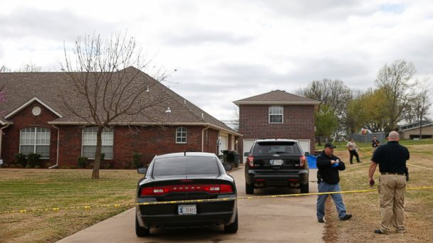 PHOTO: Wagoner county and Broken Arrow law enforcement officers investigate the scene of a failed robbery that led to the death of the three robbers in Broken Arrow, Okla., on March 27, 2017.