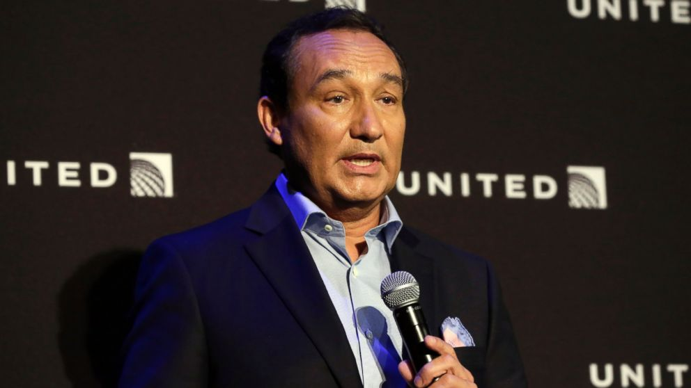 United Airlines boss: no one will be fired for plane 'dragging' incident