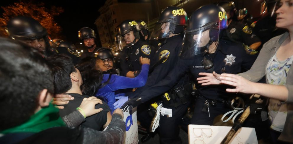 PHOTO: Protesters clash with police Wednesday, Nov. 9, 2016, in Oakland, Calif.