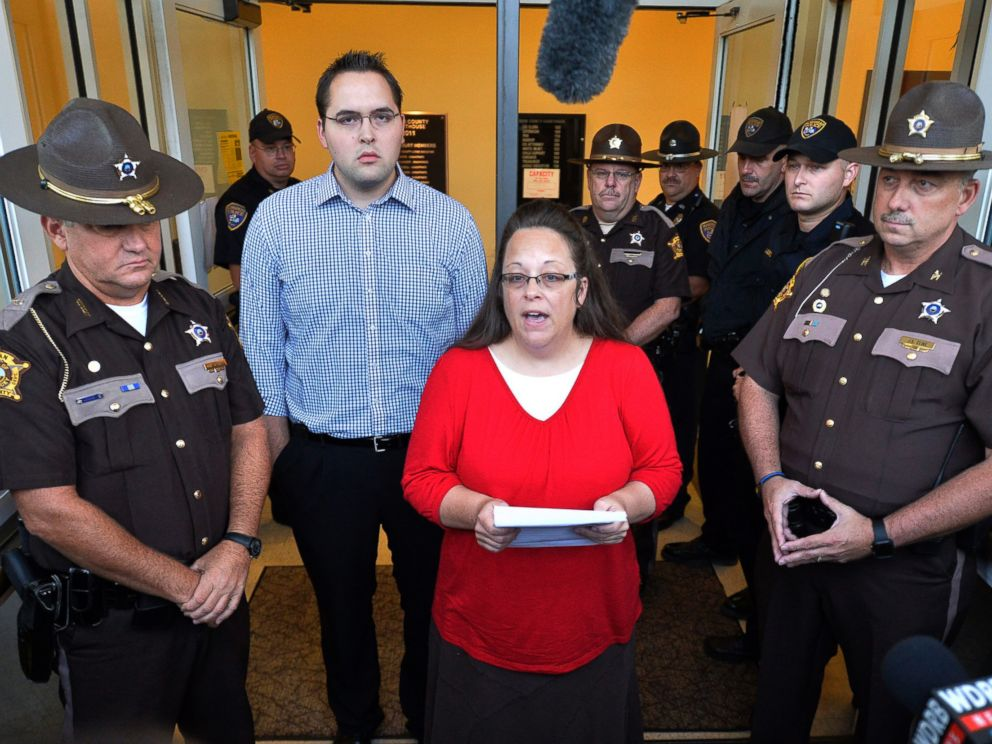 PHOTO: Surrounded by Rowan County Sheriffs deputies, Rowan County Clerk Kim Davis, center, with her son Nathan Davis standing by her side, makes a statement to the media at the front door of the Rowan County Judicial Center in Morehead, Ky.