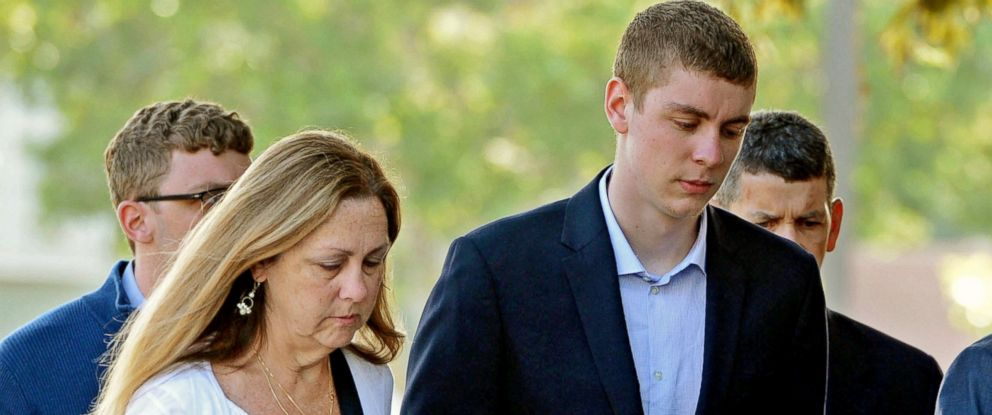 PHOTO: Brock Turner, right, makes his way into the Santa Clara Superior Courthouse in Palo Alto, Calif. on June 2, 2016.