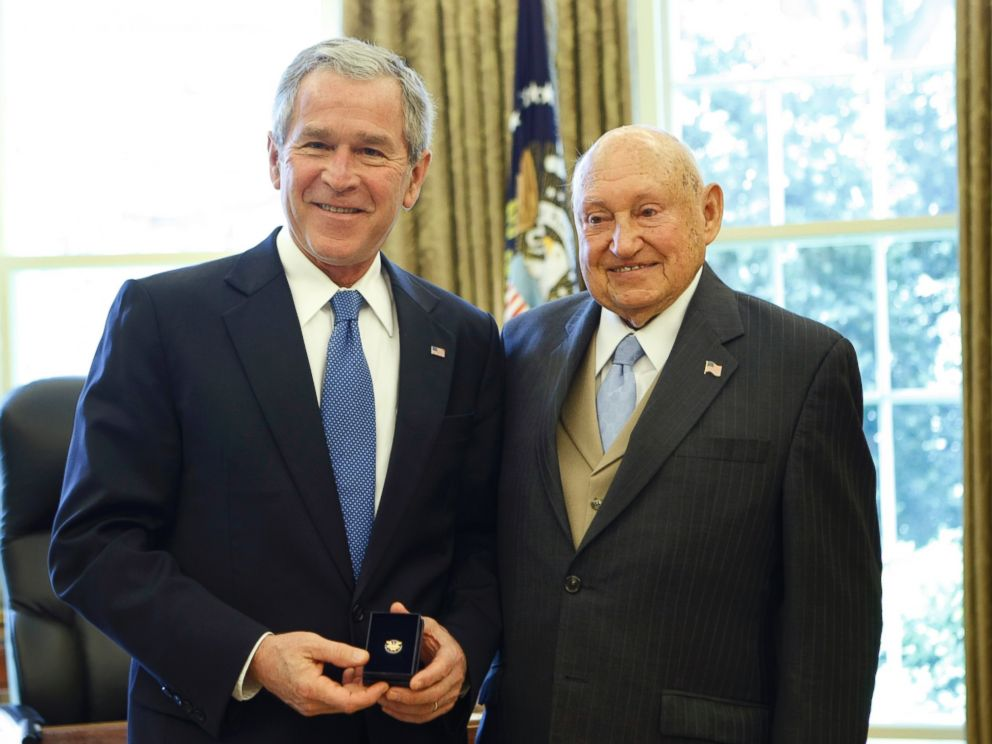 PHOTO: Then-President George W. Bush presents the Lifetime Presidents Volunteer Service Award to Chick fil-A Inc. founder S. Truett Cathy, April 15, 2008.