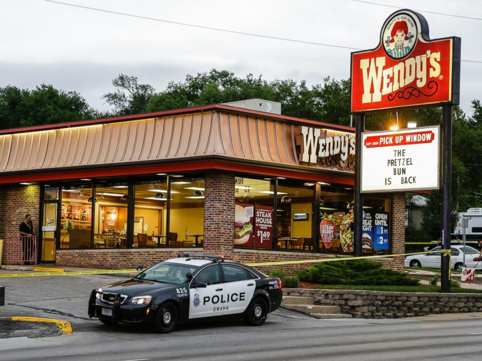 PHOTO: Crime lab technicians sweep a Wendys in Omaha, Neb., for evidence, Aug. 27, 2014.