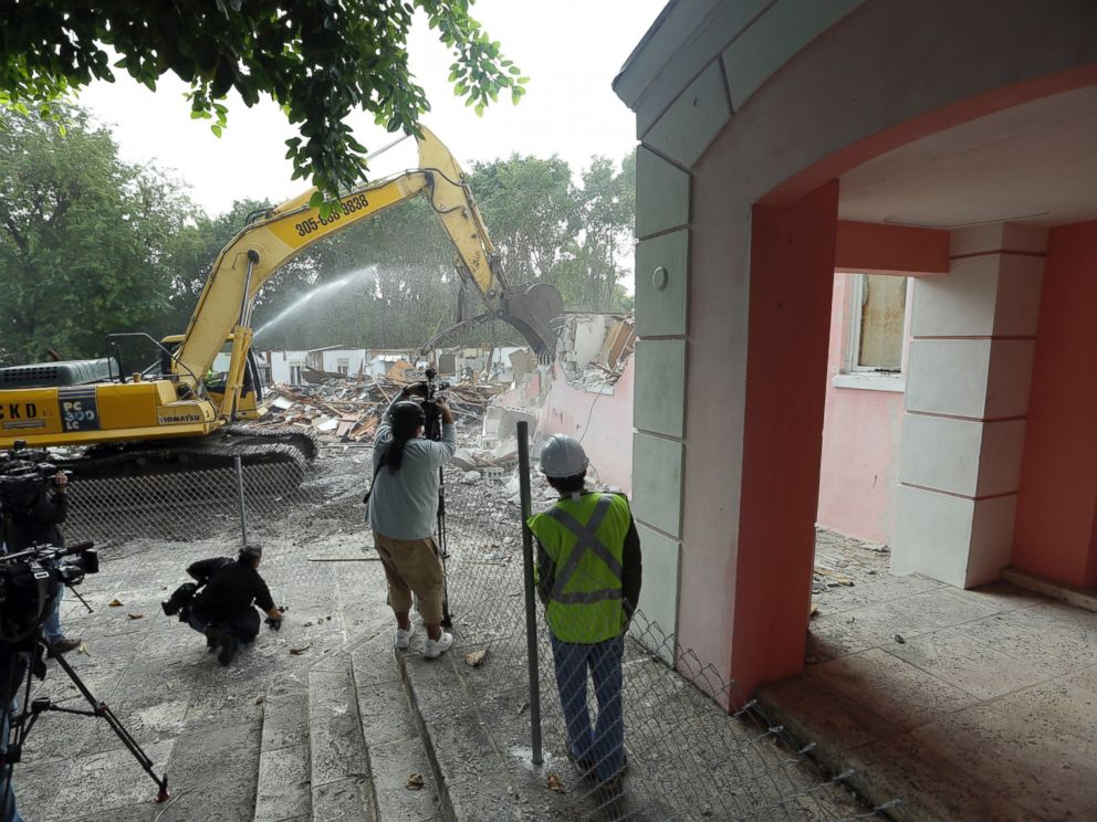 PHOTO:An excavator demolishes the waterfront mansion formerly owned by Colombian drug lord Pablo Escobar, Jan. 19, 2016, in Miami Beach, Fla.