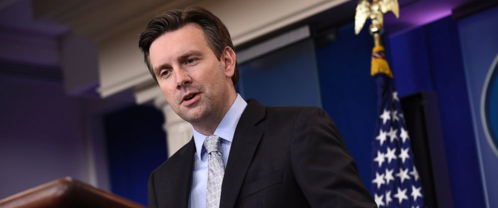 PHOTO: White House press secretary Josh Earnest speaks during the daily briefing at the White House in Washington on Nov. 5, 2015.