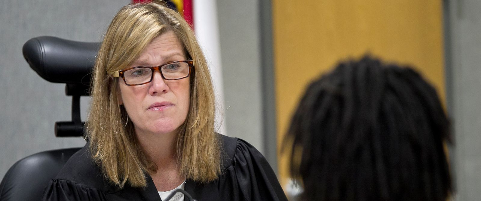 PHOTO: In this March 28, 2014 photo, Judge Julie Kocurek presides over her court in Austin. Police are searching for suspects after Kocurek was shot and wounded in the driveway of her Austin home on Nov. 6, 2015.