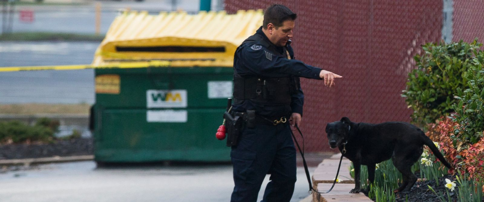 PHOTO: A police K9 unit searches the grounds of a Popeyes restaurant during an investigation into the shooting of a Prince Georges County police officer outside a police station, on Sunday, March 13, 2016, in Hyattsville, Md.