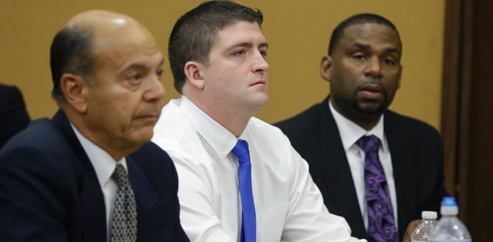 PHOTO: Cleveland police Officer Michael Brelo, center, listens with his attorneys to opening arguments in court, April 6, 2015, in Cleveland.