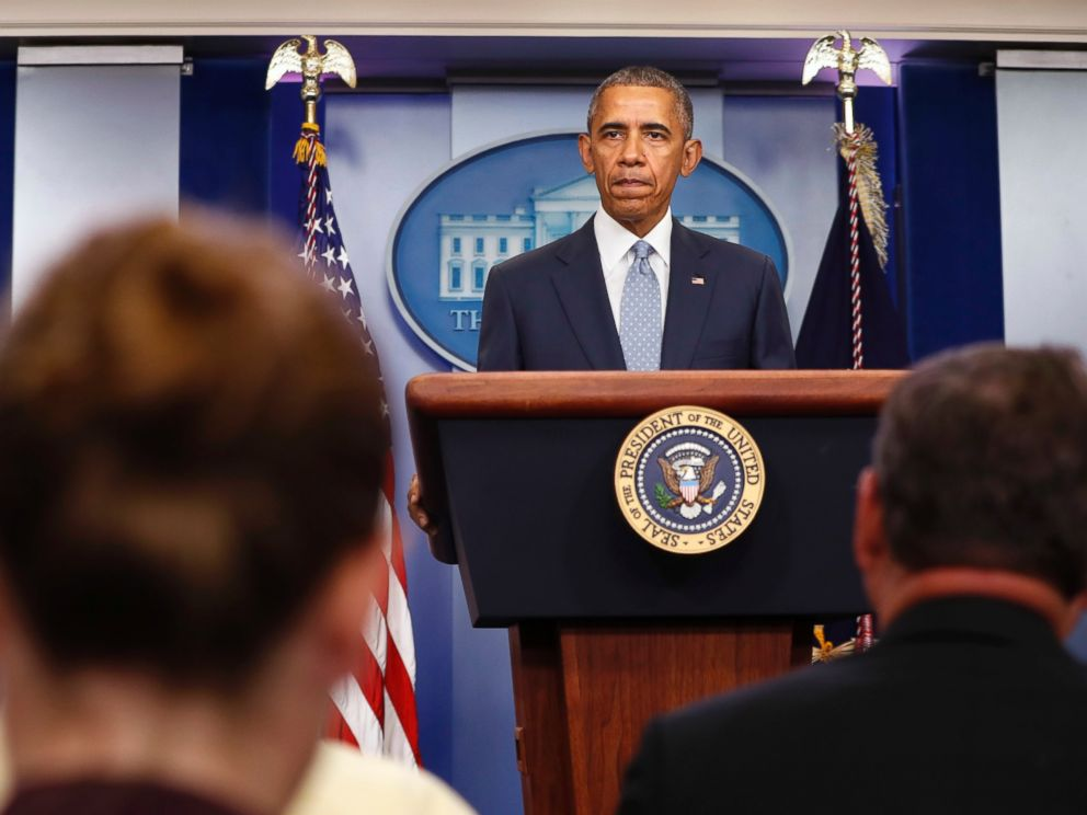 PHOTO: Reporters listen while President Barack Obama speaks about the Baton Rouge, Louisiana, shooting of police officers, July 17, 2016, from the briefing room of the White House in Washington.