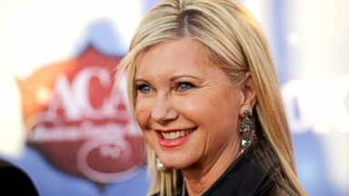 PHOTO: Olivia Newton-John arrives at the American Country Awards at the Mandalay Bay Resort & Casino, in Las Vegas, Dec. 10, 2013.