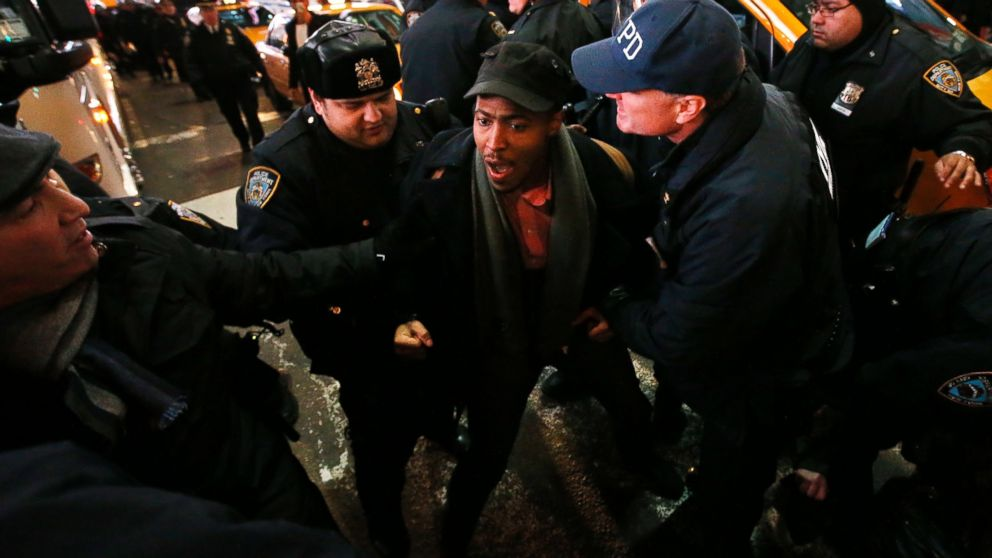 PHOTO: Police make arrests after protesters rallying against a grand jurys decision not to indict the police officer involved in the death of Eric Garner attempted to block traffic near Times Square, Dec. 4, 2014, in New York.