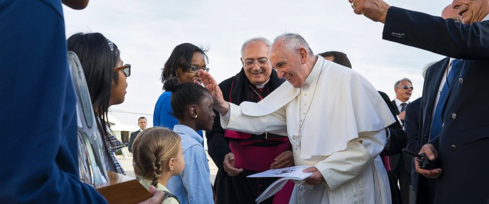 PHOTO:Pope Francis reaches out to 5th grader Omodele Ojo of the Brooklyn borough of New York as he is greeted by children upon arrival at John F. Kennedy International Airport, Sept. 24, 2015, in New York.