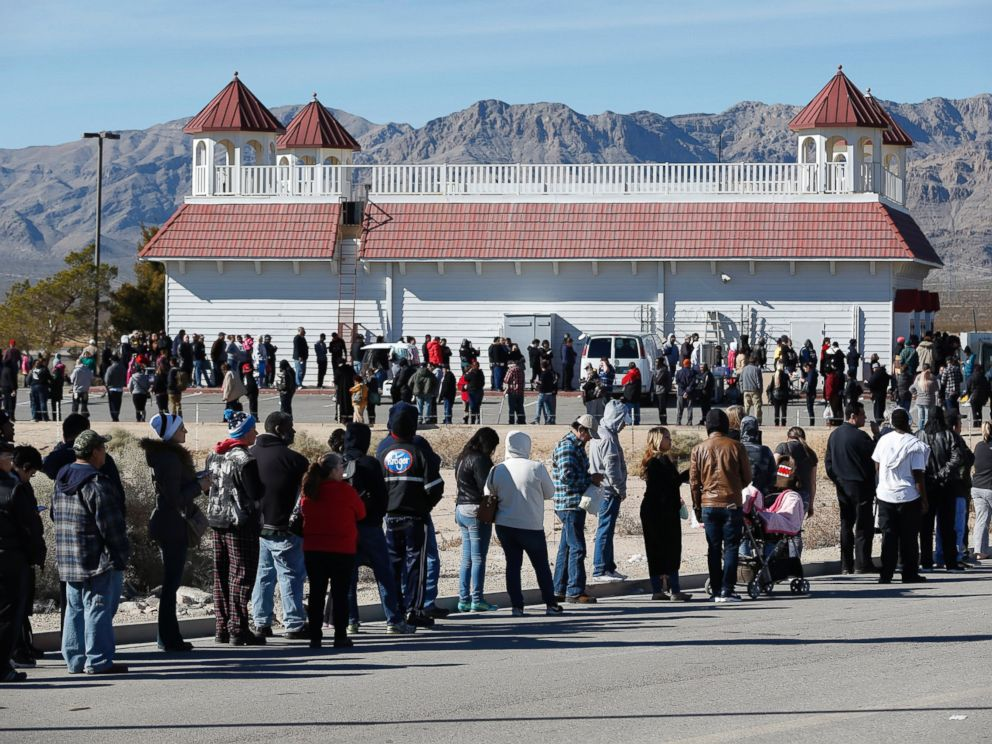 PHOTO:Patrons line up to buy Powerball lottery tickets outside the Primm Valley Casino Resorts Lotto Store just inside the California border, Jan. 12, 2016.