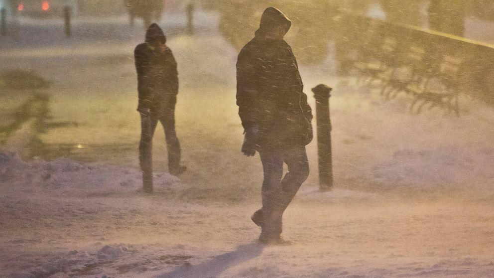 PHOTO: Pedestrians walk through wind-swept snow, Jan. 26, 2015, in Brooklyn, New York.