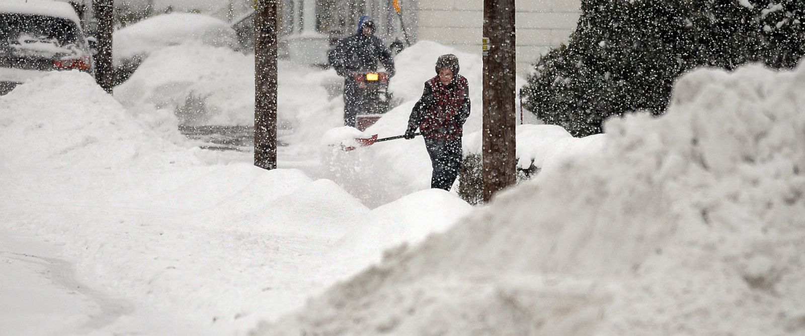 PHOTO: A resident shovels snow, Feb. 2, 2015, in Jessup, Pa.