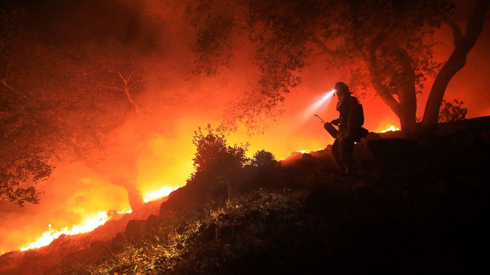 http://a.abcnews.com/images/US/AP_SONOMA_FIRE_MO_20171012_16x9_992.jpg