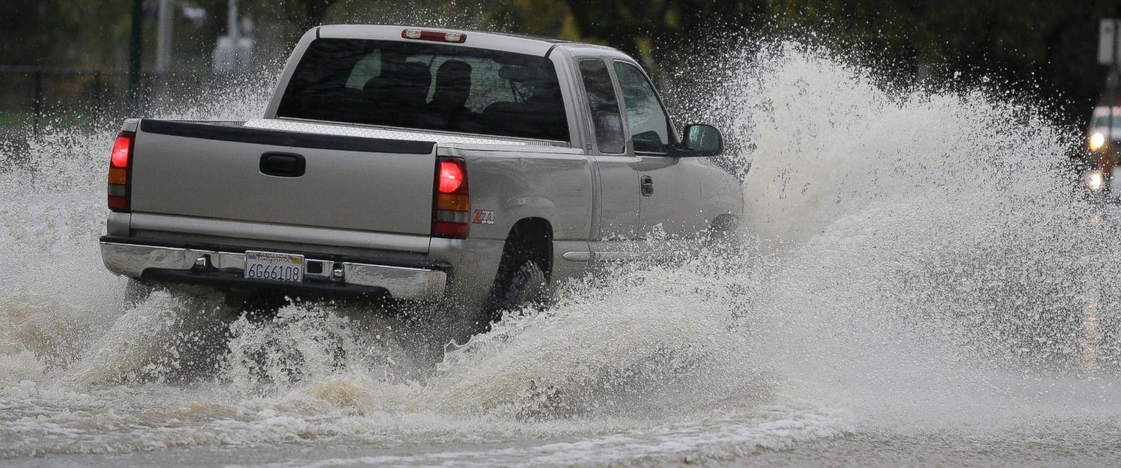 PHOTO: A pickup makes its way down a flooded street, Dec. 11, 2014, in Healdsburg, Calif.