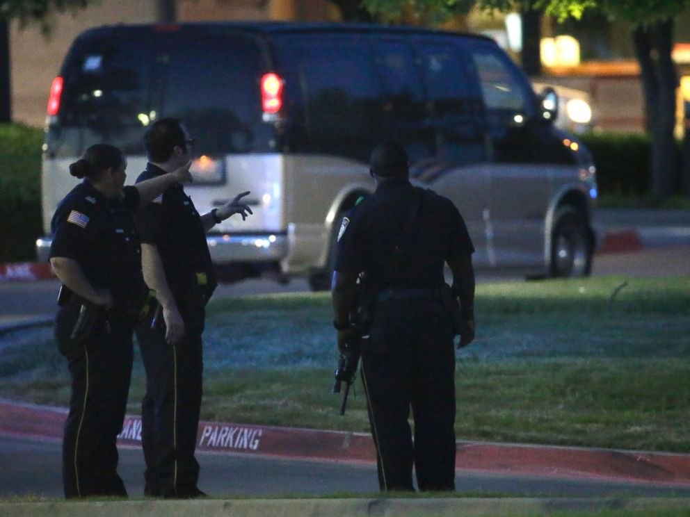 PHOTO: Police officers stand guard at a parking lot near the Curtis Culwell Center, May 3, 2015, in Garland, Texas.