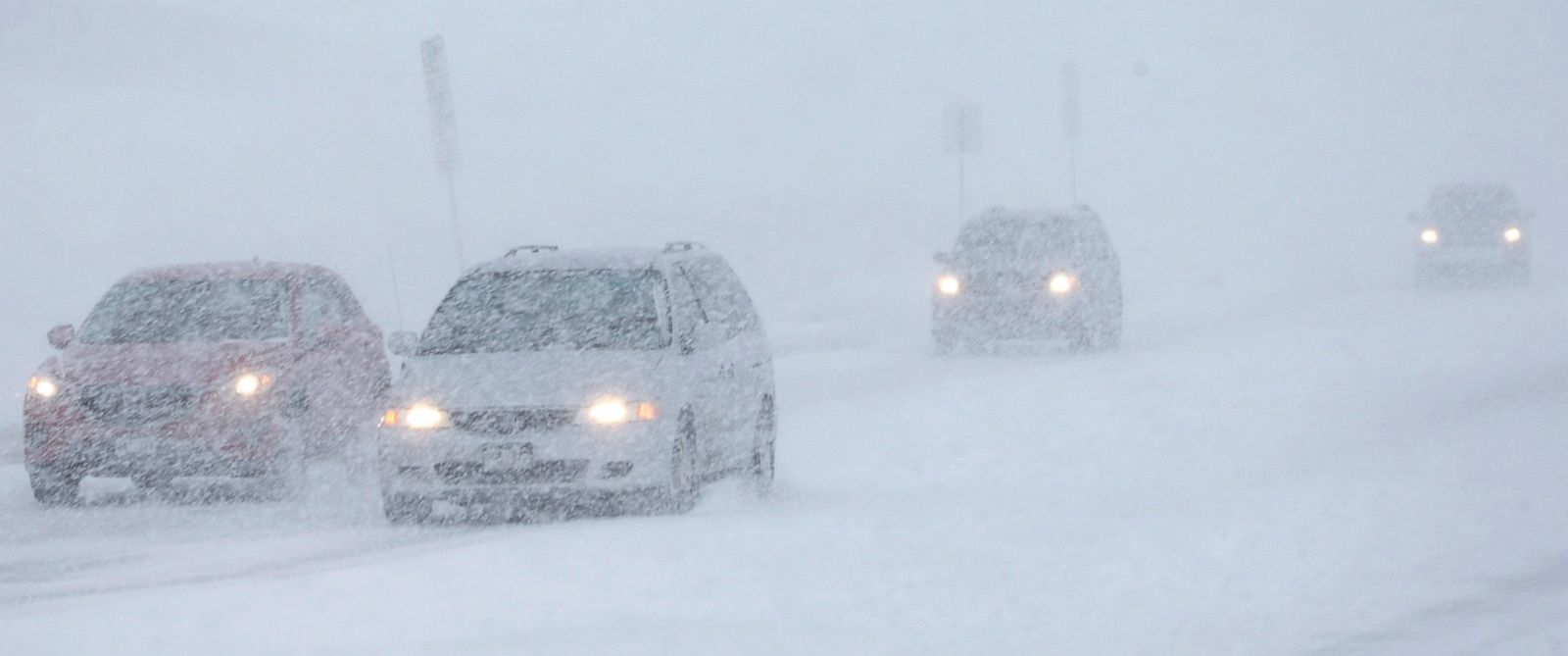 PHOTO: Motorists struggle to guide their vehicles down Dry Creek Road in Centennial, Colo., as a snow storm sweeps over Colorados Front Rangy communities late Saturday, Feb. 21, 2015.