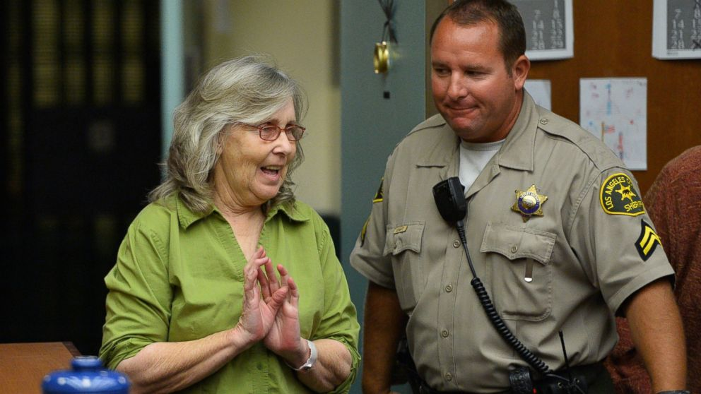 PHOTO: Susan Mellen enters the courtroom in tears for her exoneration proceedings, Oct. 10, 2014, in Torrance, Calif.