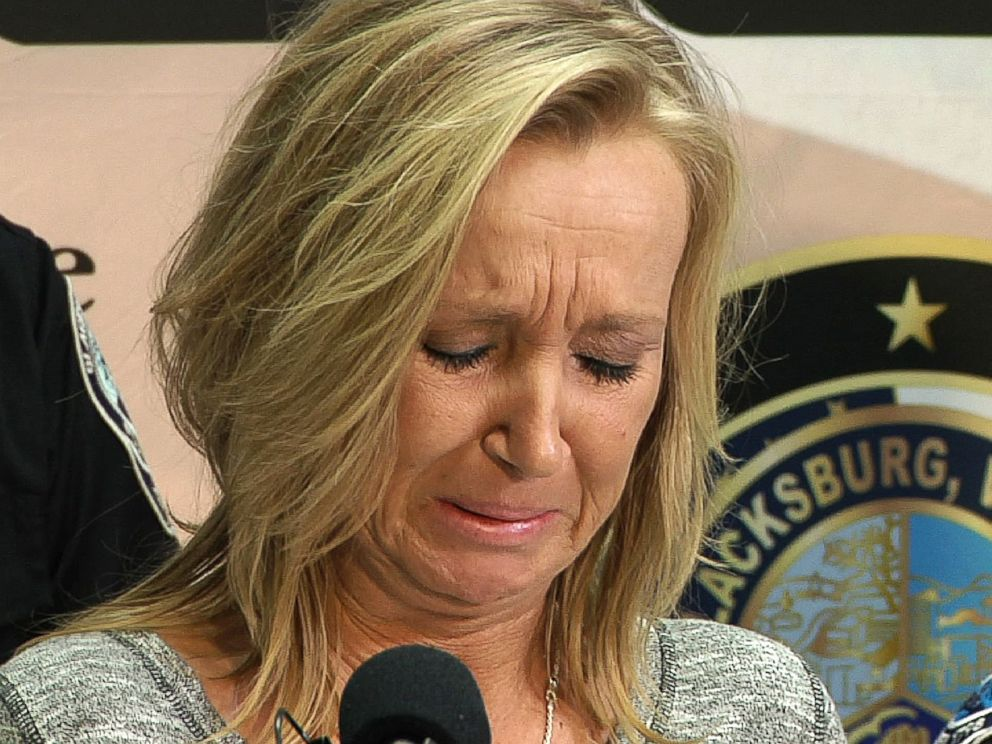 PHOTO: Tammy Weeks cries as she speaks to reporters in Blacksburg, Va., Feb. 2, 2016. Her 13-year-old daughter, Nicole Lovell was found murdered, Jan. 30, 2016.