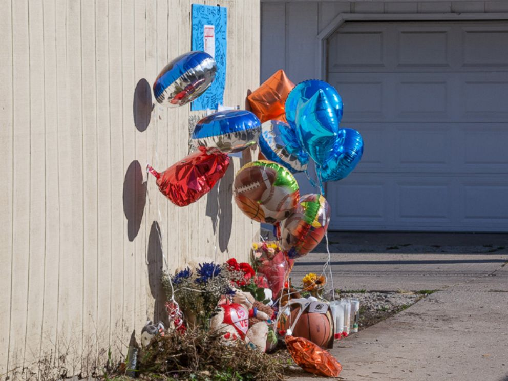 PHOTO: A makeshift memorial sits on Nov. 4, 2015 where Tyshawn Lee, 9, was fatally shot in the Auburn Gresham neighborhood of Chicago on Nov. 2, 2015.