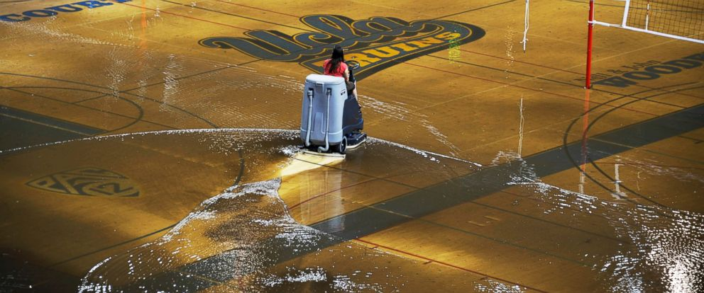 PHOTO: A worker begins the task of cleaning up water covering the playing floor at Pauley Pavilion, home of UCLA basketball, after a water main break, July 29, 2014.