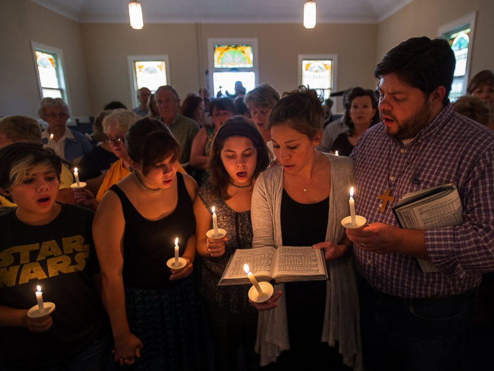 PHOTO: Community supporters sing a hymn during a vigil for journalists Alison Parker and Adam Ward, who were killed during a shooting in Moneta, Va., Aug. 26, 2015.