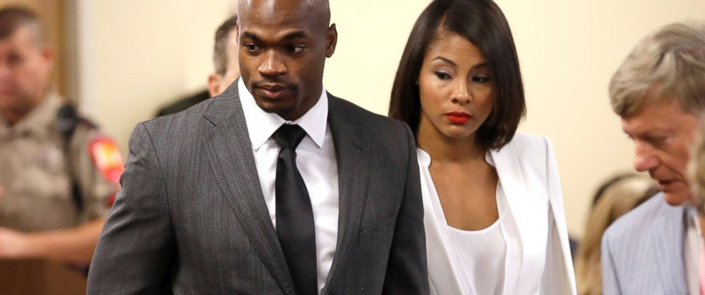 PHOTO: Minnesota Vikings running back Adrian Peterson, left, arrives for his first court appearance along with his wife, Ashley Brown Peterson, Oct. 8, 2014, in Conroe, Texas.