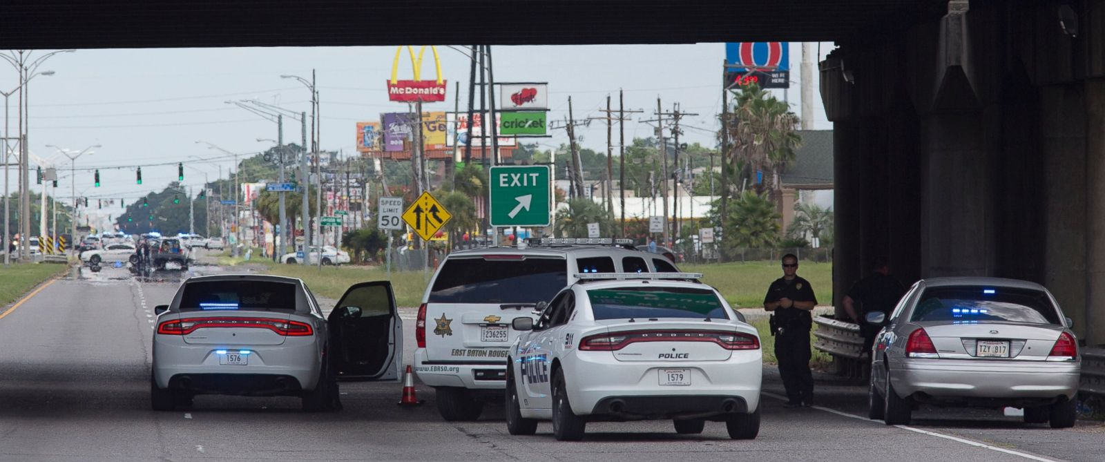 PHOTO: Baton Rouge Police block Airline Highway after police were shot in Baton Rouge, Louisiana, July 17, 2016.